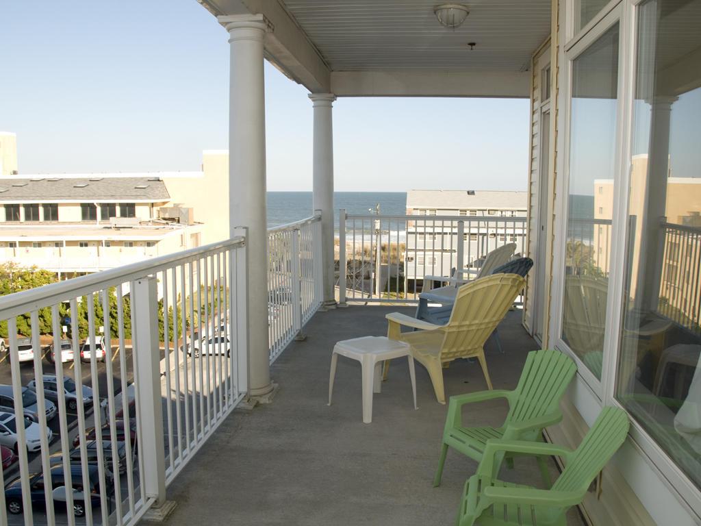 Key Largo, 403 - Balcony Area