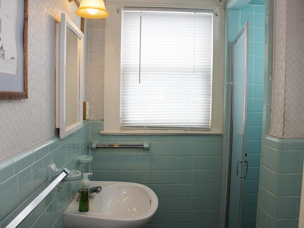 The Holland House - Second Bathroom