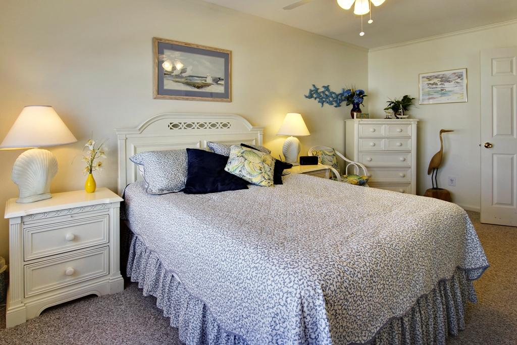Townes of Nauntucket - Master Bedroom