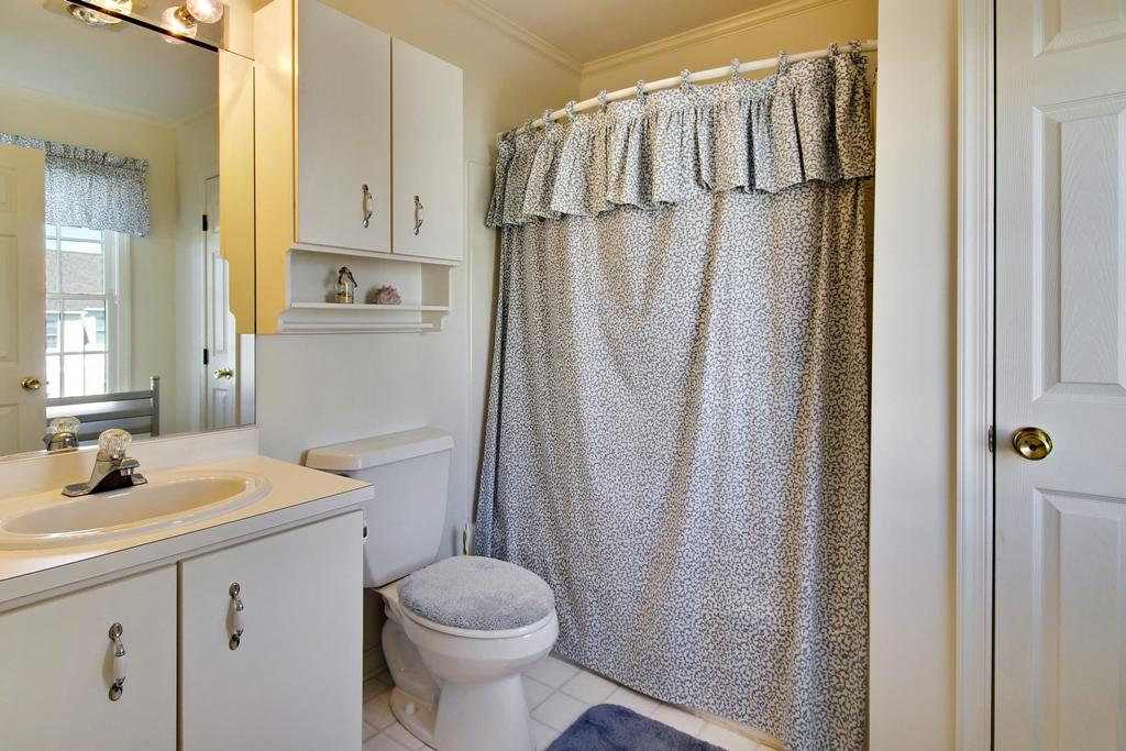 Townes of Nauntucket - Master Bathroom
