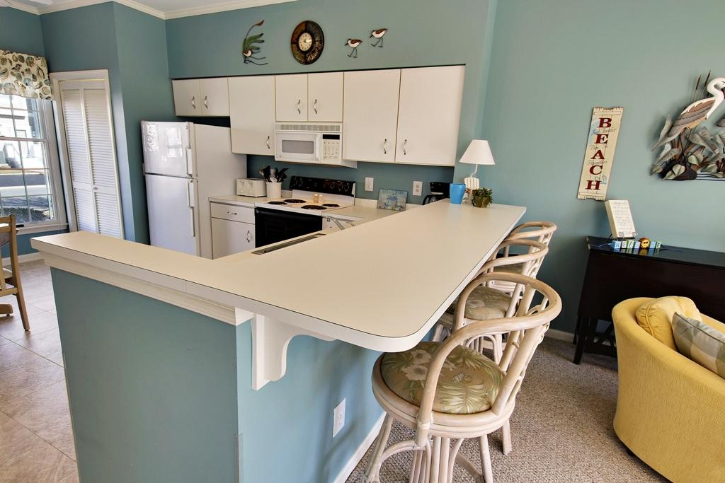 Townes of Nauntucket - Kitchen Area