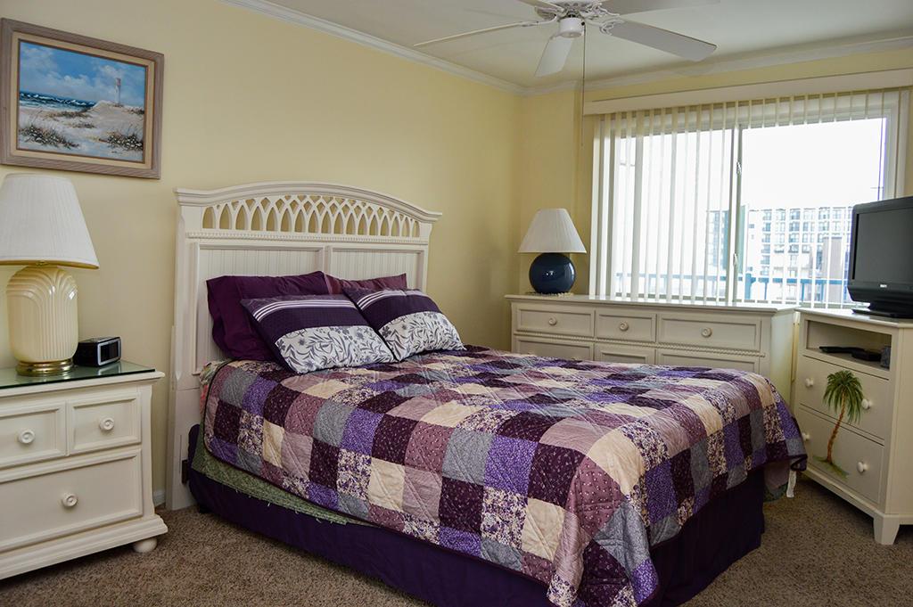 Sovereign Sea 406 - Master Bedroom