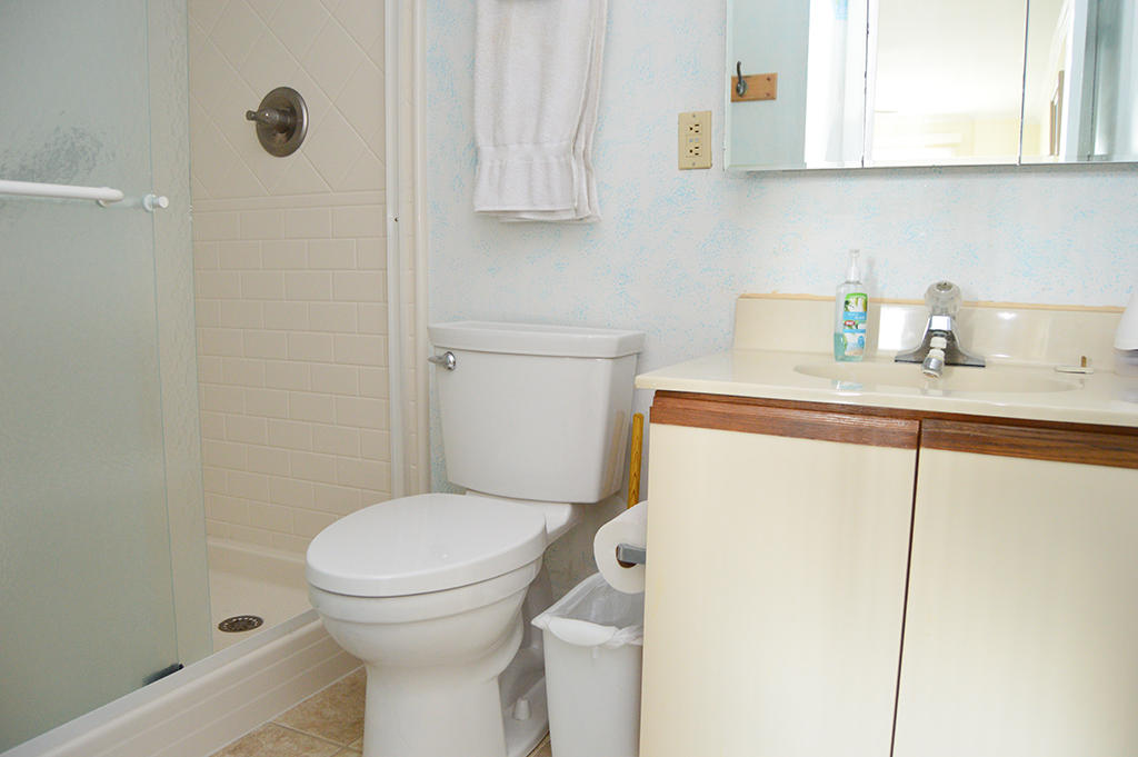 Sovereign Sea 406 - Master Bathroom
