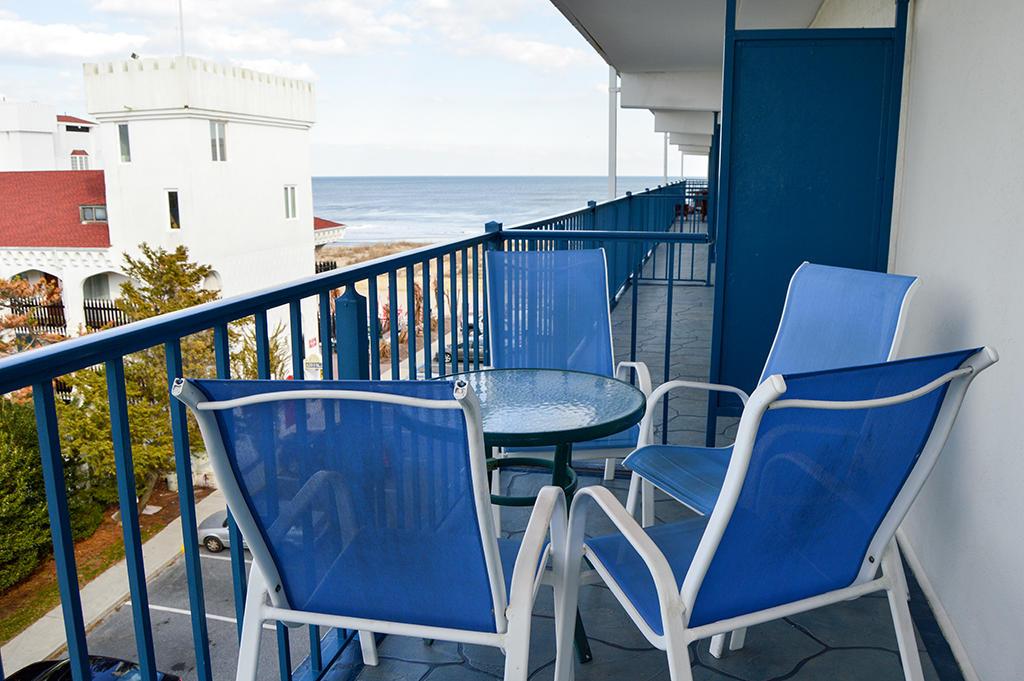 Sovereign Sea 406 - Balcony