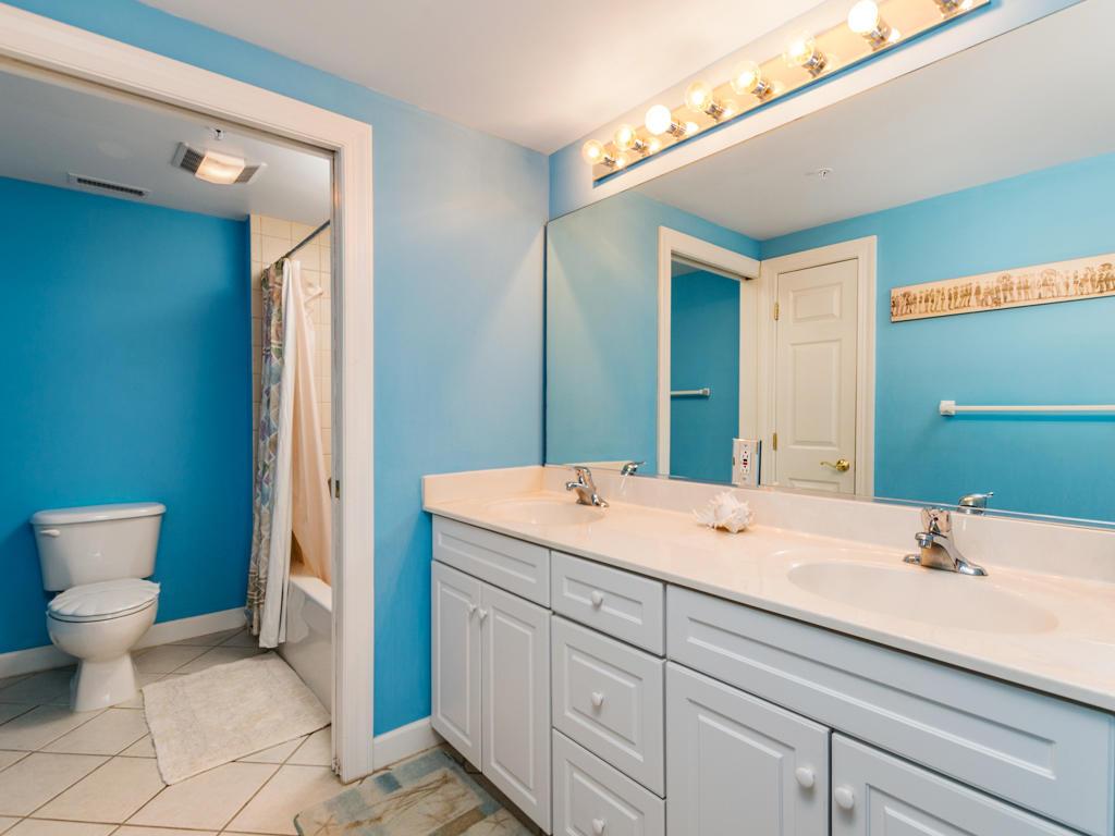 Lorelei, 404 - Master Bathroom