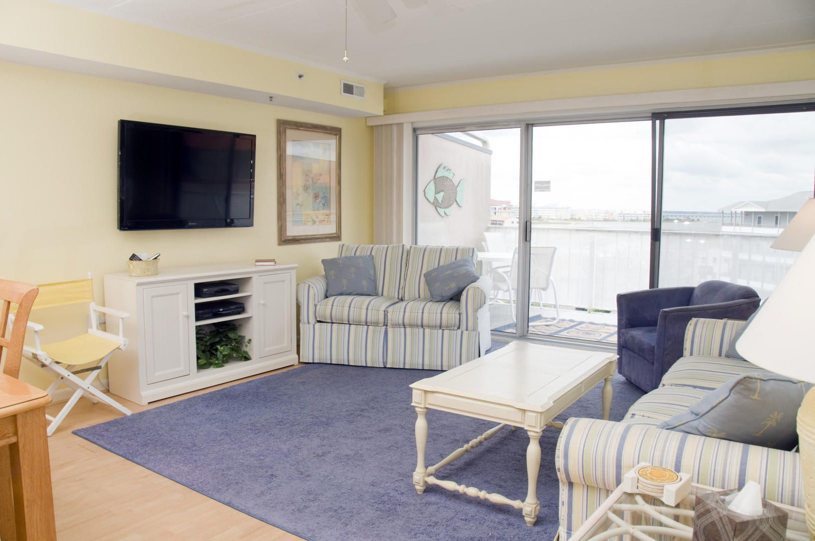 Tritons Trumpet 504C - Living Room