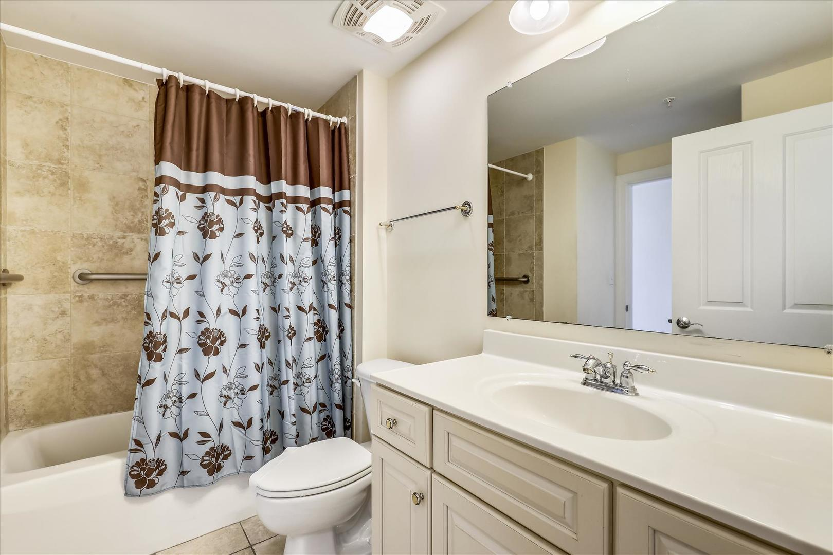 Belmont Towers 608 - Bathroom 2