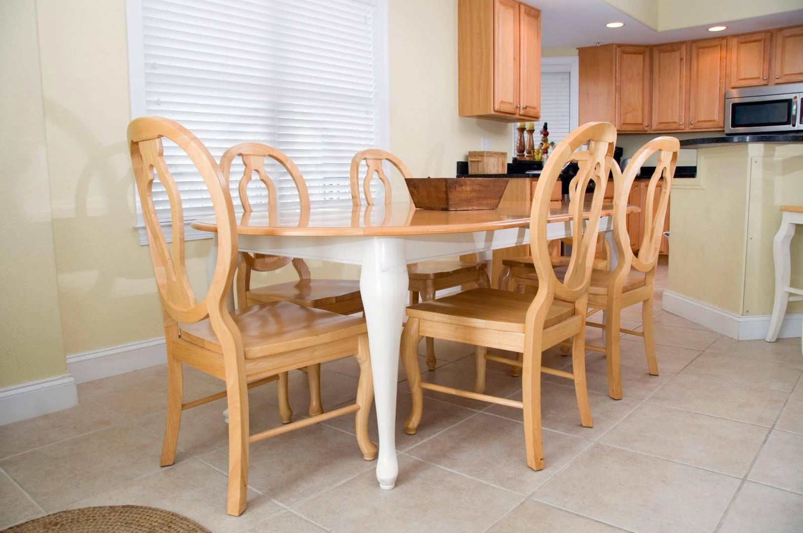 4100 Condos 302 - Dining Area