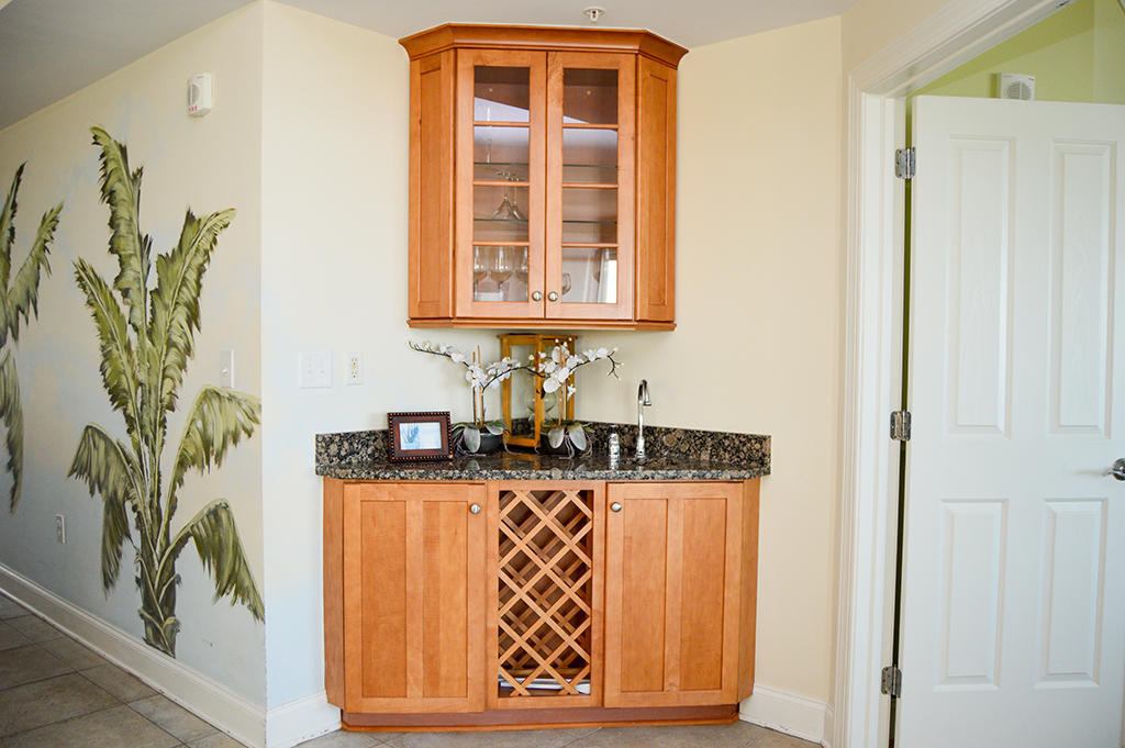Belmont Towers 401 - Wet Bar