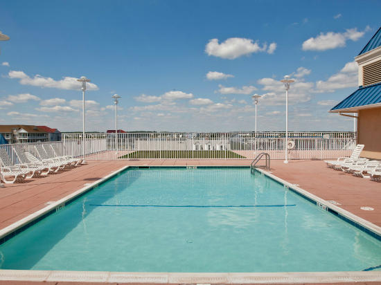 Belmont Towers Pool