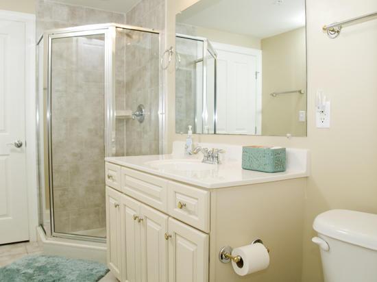 Belmont Towers 711 Bathroom 2
