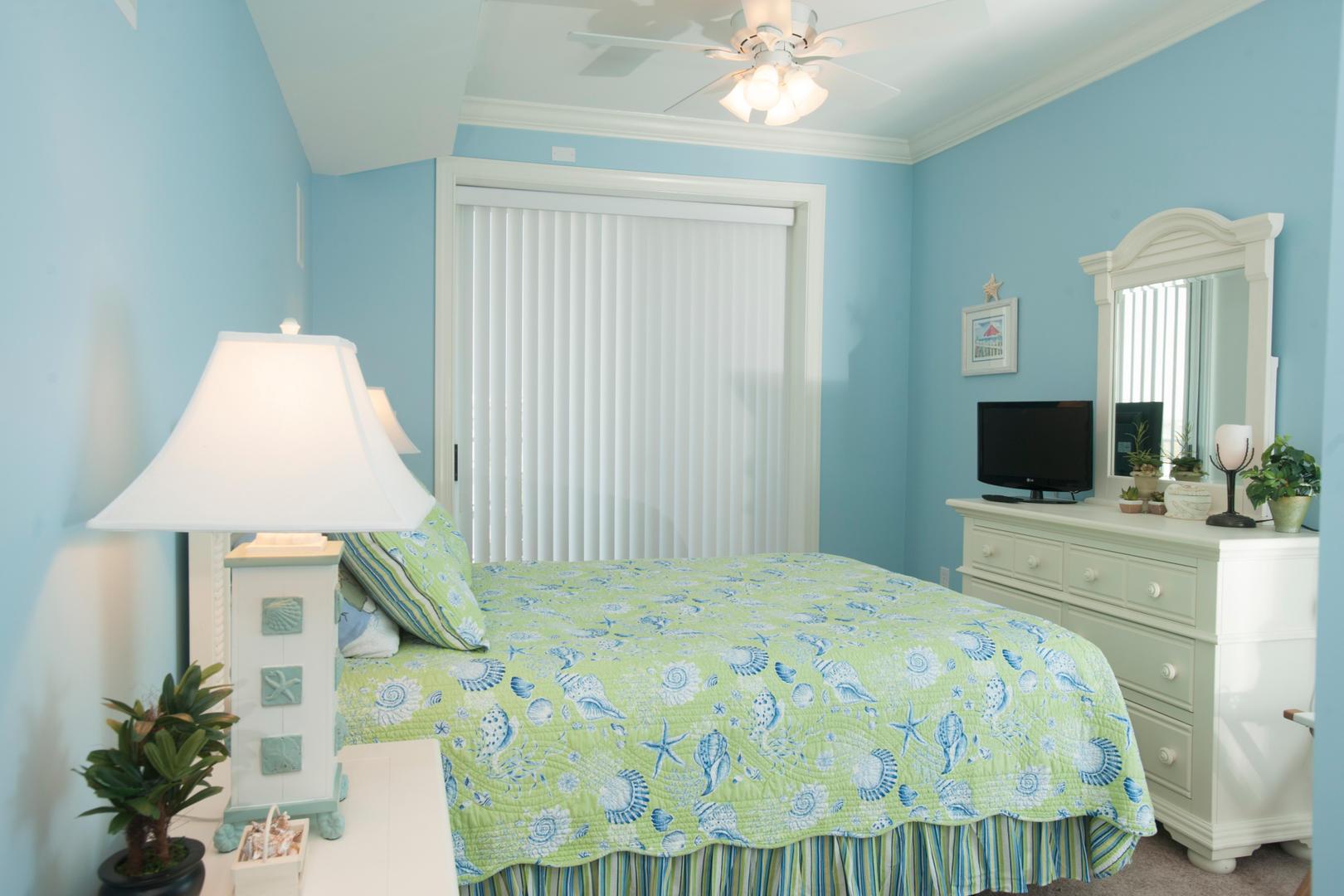 Belmont Towers 411 - Bedroom 2