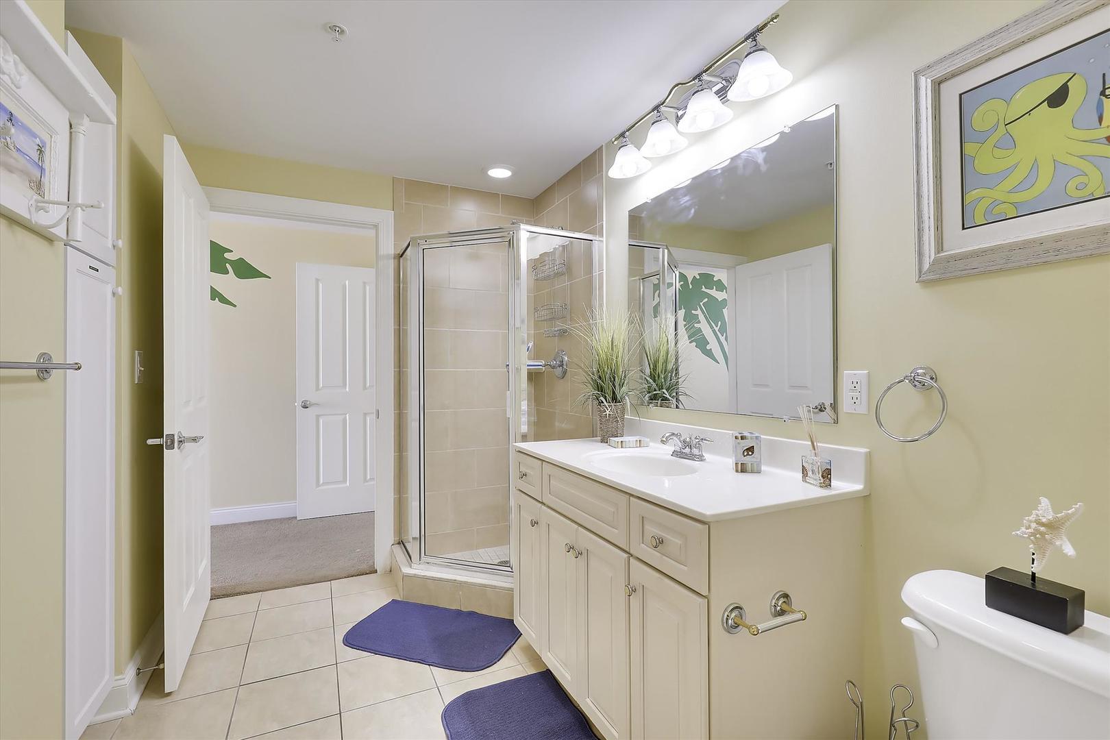 Belmont Towers 511 - Bathroom 2
