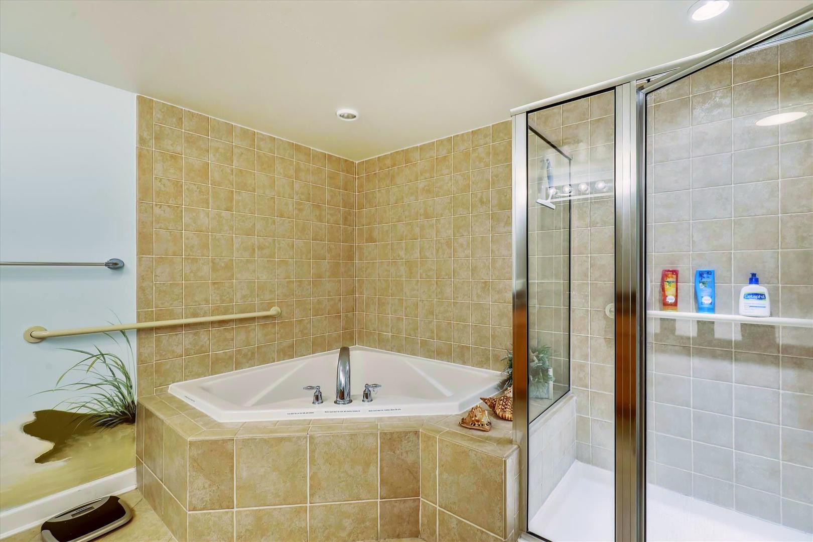 Bahia Vista I 208 - Master Bathroom