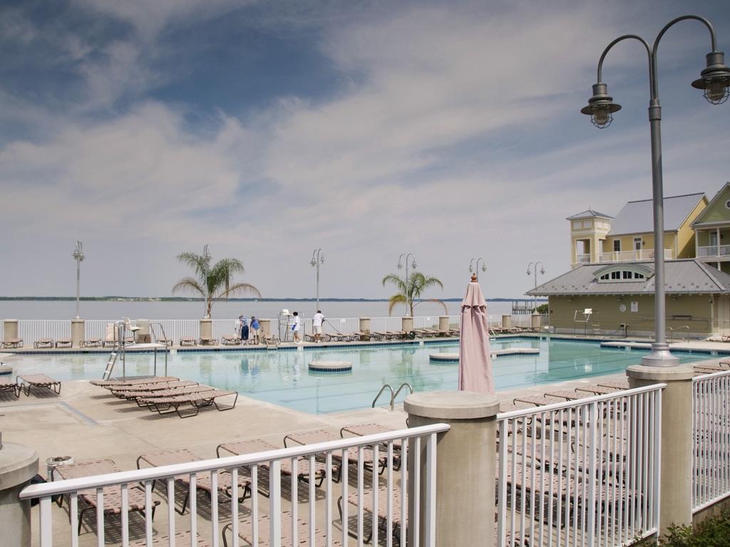 Sunset Island - Outdoor Pool