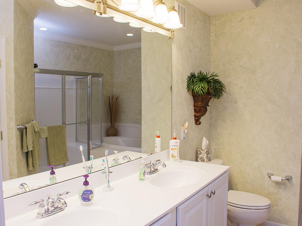 Sunset Island, 39 Fountain Drive West, 2D - Master Bathroom