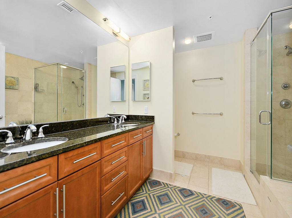 Gateway Grand 704 - Master Bathroom