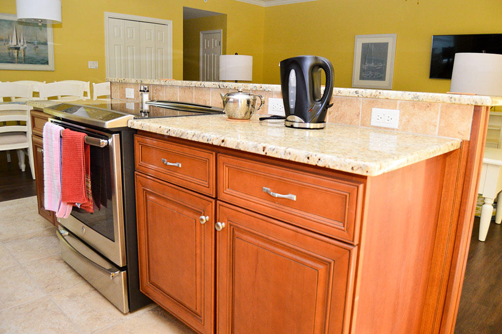 Harbour Island View 203 - Kitchen