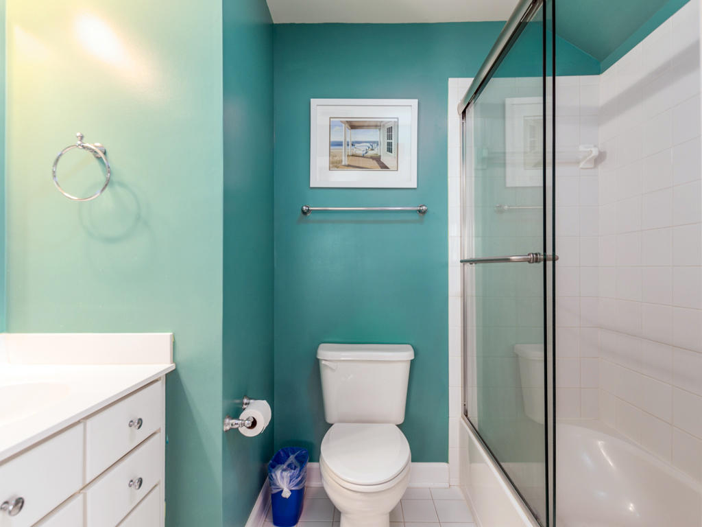 44 Island Edge Drive - Top Floor Bathroom