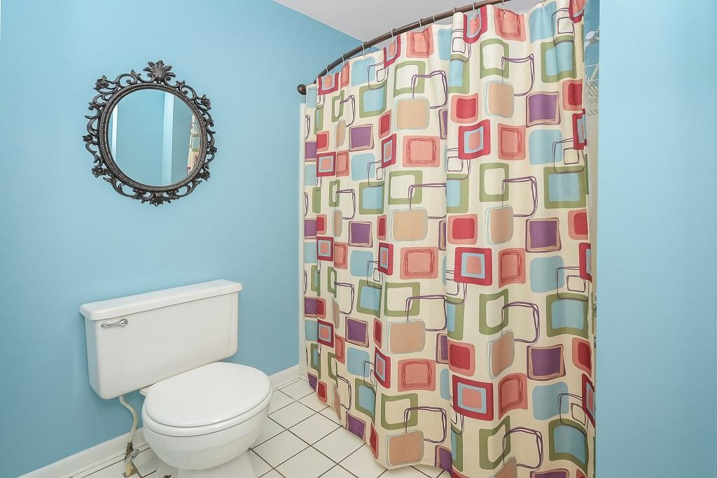 Raffles 328 Bathroom Photo 3