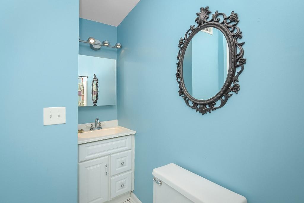 Raffles 328 Bathroom