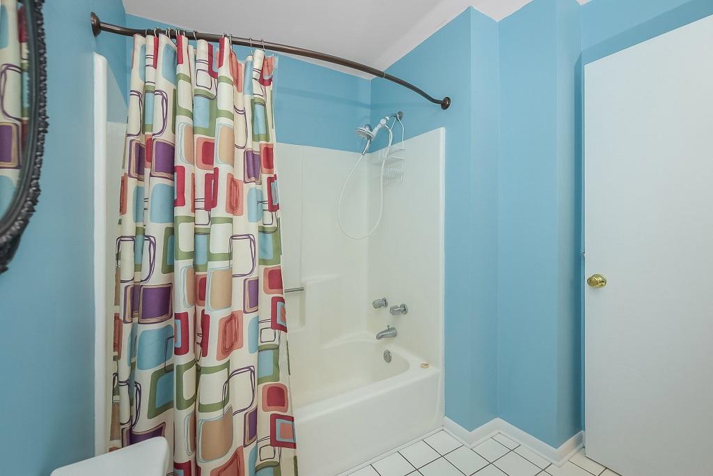 Raffles 328 Bathroom Photo 2