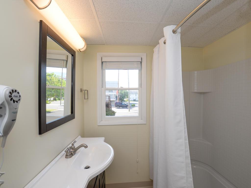 Wellington One, 1 - Master Bathroom