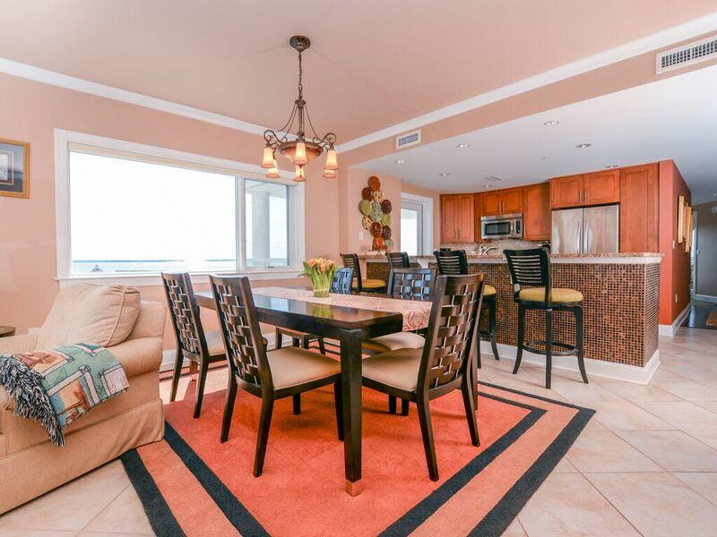 Meridian, 704 - Dining and Kitchen Area