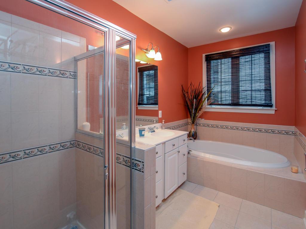 Sunset Island, 5 Canal Side Mews East - Master Bathroom