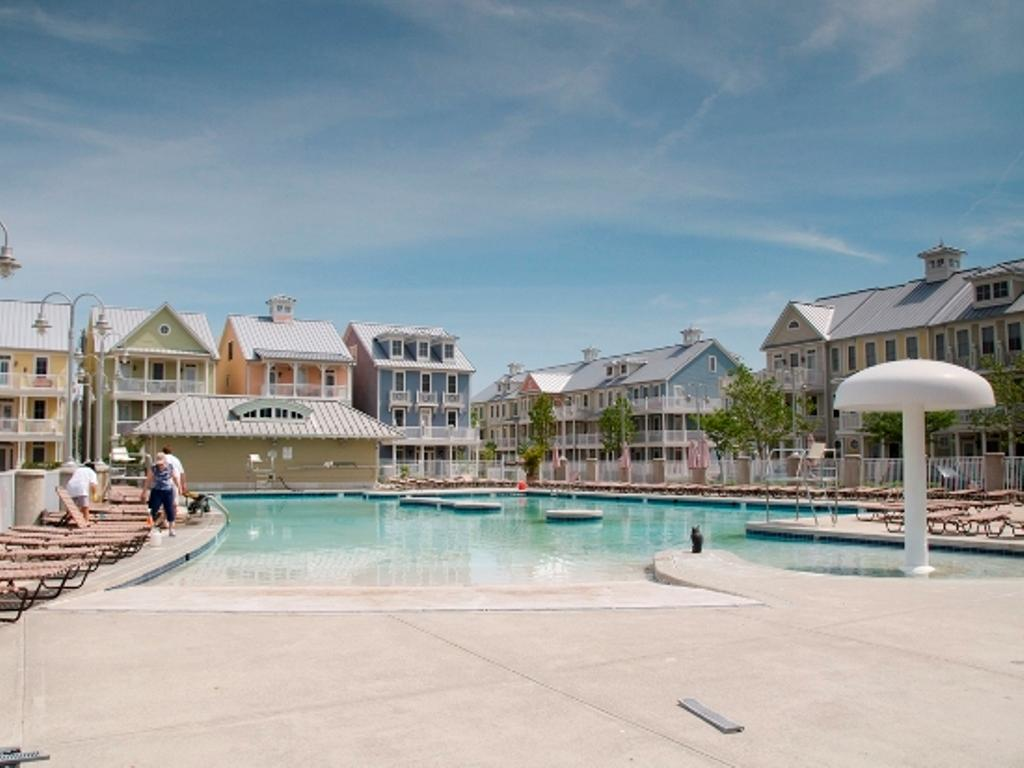 Sunset Island -Outdoor Pool