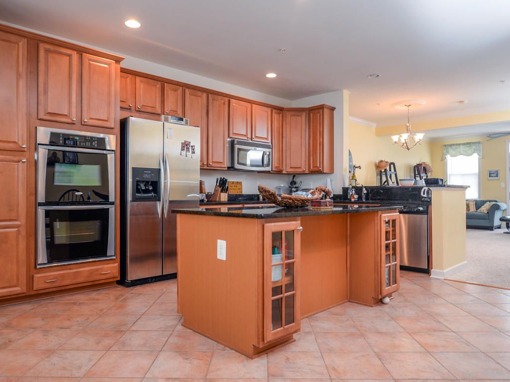 Sunset Island, 5 Canal Side Mews East - Kitchen Area