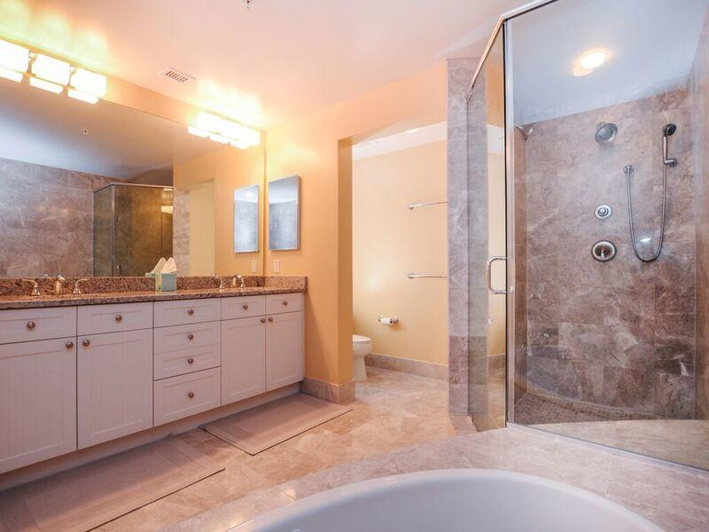 Gateway Grand, 912 - Master Bathroom