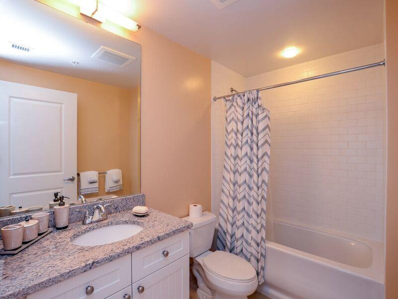 Gateway Grand, 912 - Second Bathroom