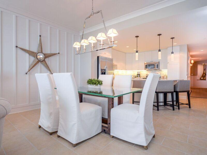 Gateway Grand, 912 - Dining Area