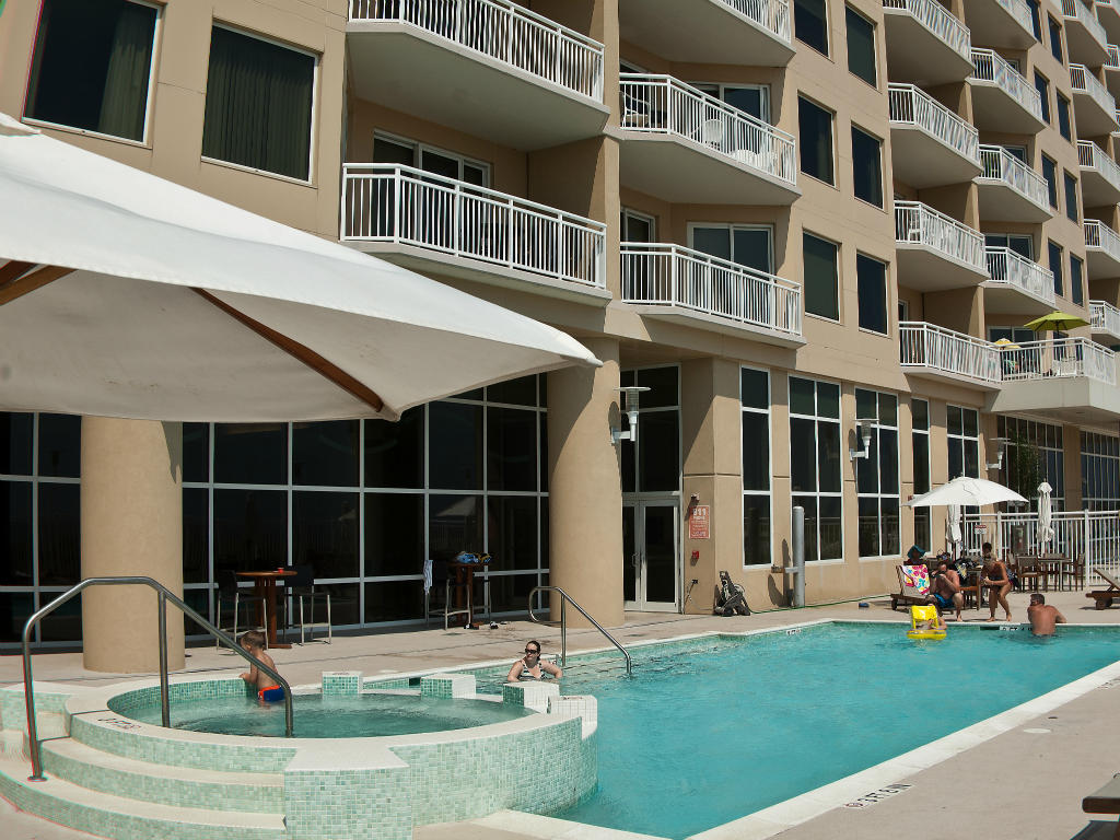 Gateway Grand -Outdoor Pool