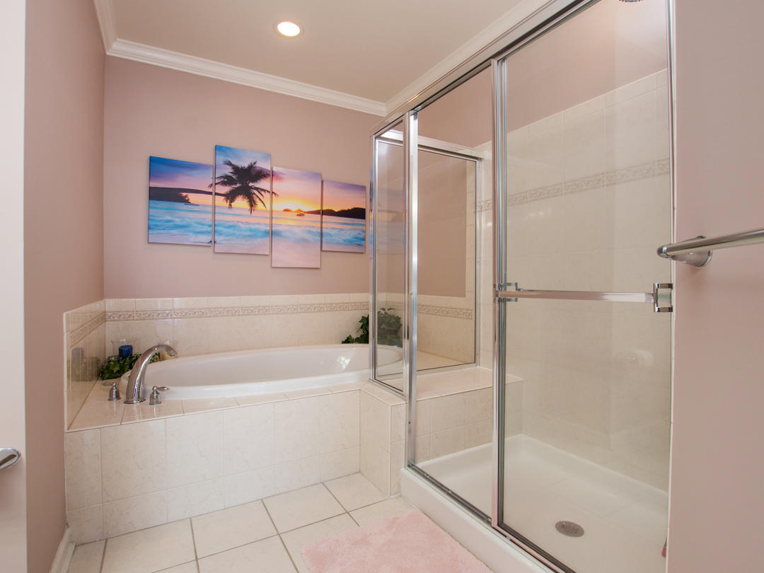 Sunset Island, 6 Foauntain Drive East, 2B - Master Bathroom
