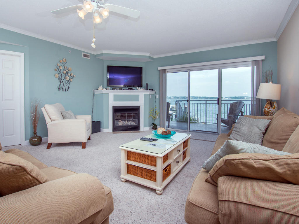 Bahia Vista, I 104 - Living Room