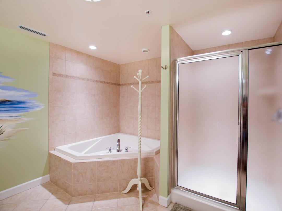 Oceans Pointe, 101 - Master Bathroom