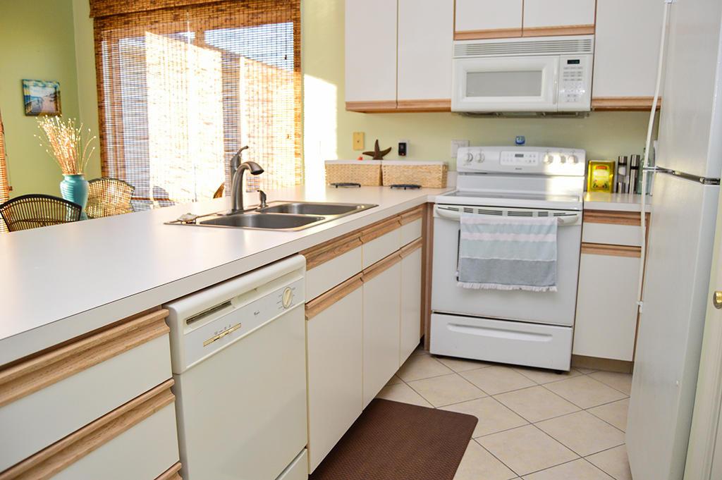 Harbour Towne 304E - Kitchen