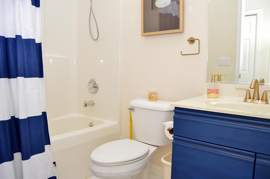 Harbour Towne 304E - Hall Bathroom