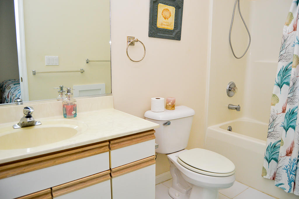 Harbour Towne 304E - Master Bathroom