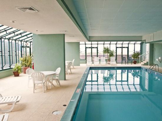 Makai Indoor Pool Solarium