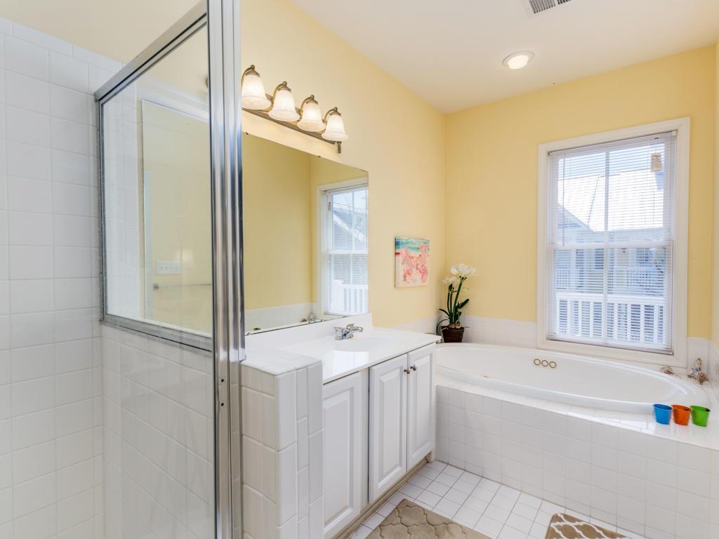 Sunset Island, 22 Island Edge Drive - Master Bathroom