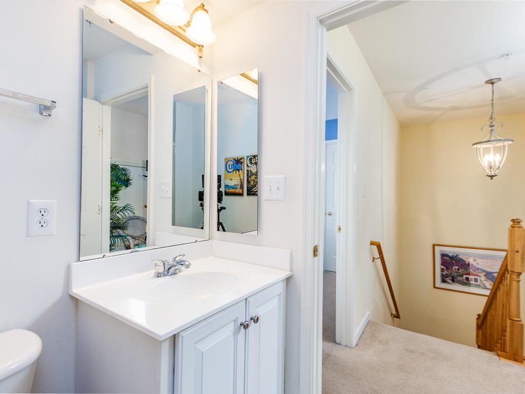 Sunset Island, 22 Island Edge Drive - Top Floor Bathroom
