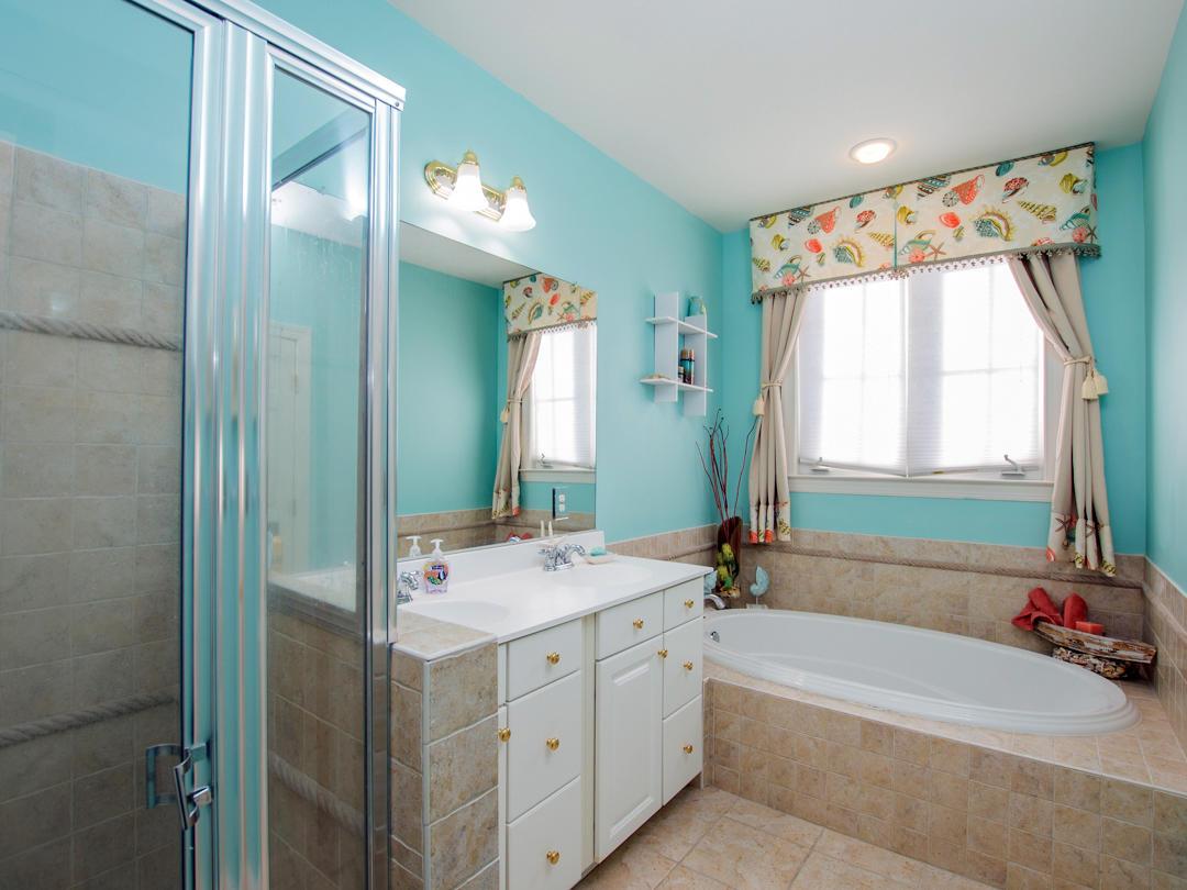 Sunset Island, 21 Sunset Island Drive - Master Bathroom