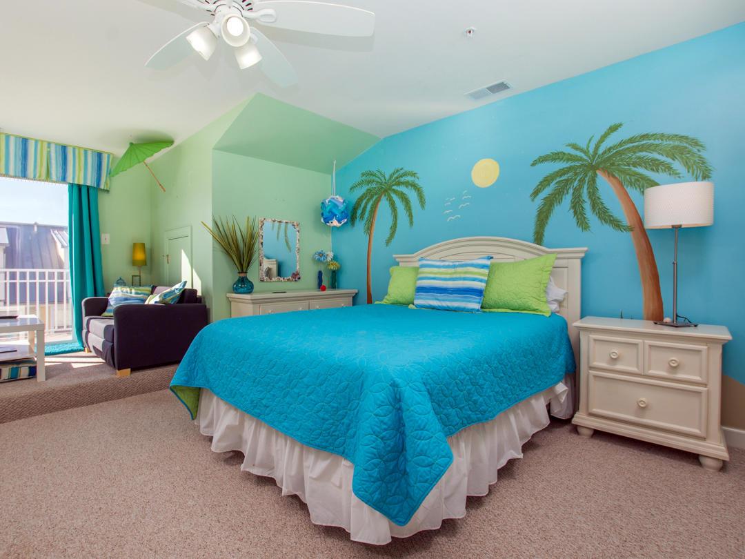 Sunset Island, 21 Sunset Island Drive - Top Floor Bedroom