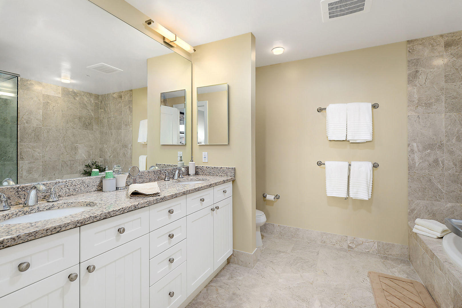 Gateway Grand 213 - Master Bathroom