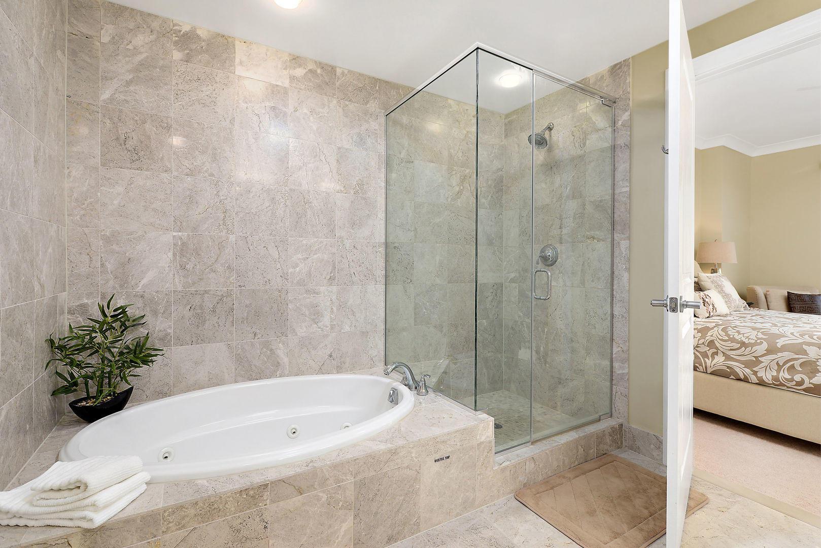 Gateway Grand 213 - Master Bathroom