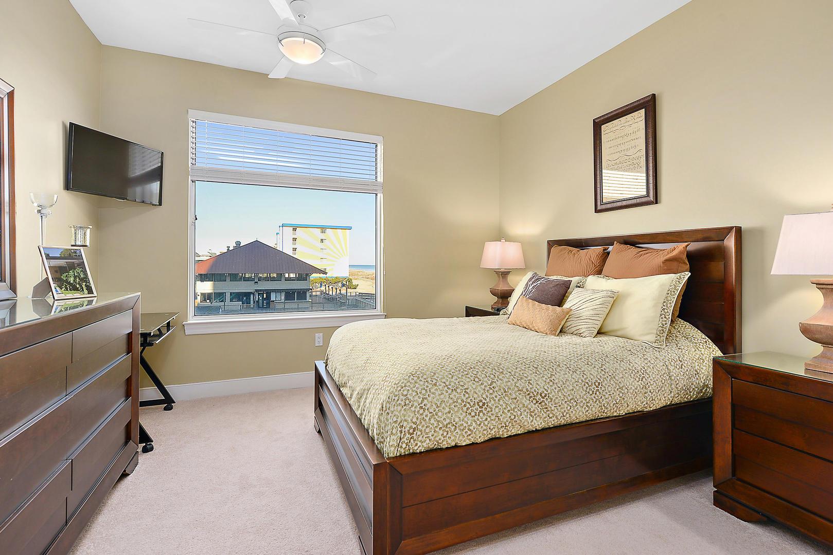 Gateway Grand 213 - Bedroom 2