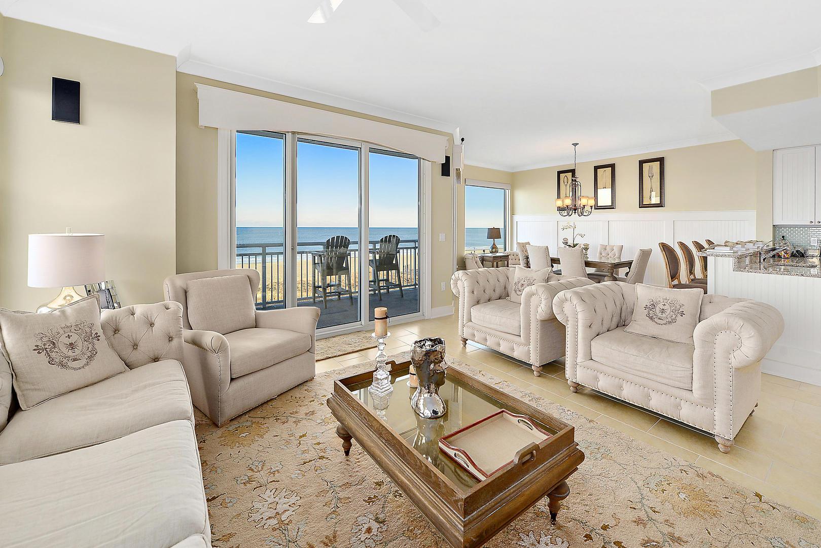Gateway Grand 213 - Luxurious Living Room